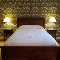Hay Guest Bedroom Wallpaper Strawberry Thief' _041218